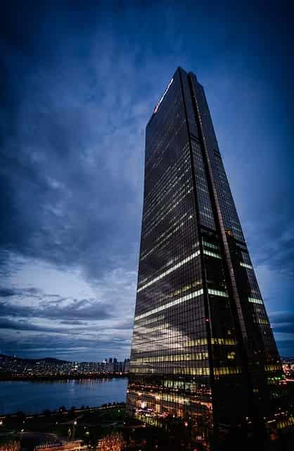 買収のイメージで韓国の高層ビル