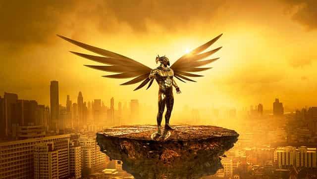 黄金の翼が生えたファンタジーキャラ的な